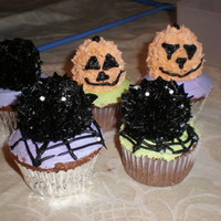 Critter Cupcakes   I made these for my daughters halloween party. I used doughnut holes for the topper.