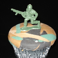 Army Cupcakes Don't mind the cornstarch on the fondant, I got a little carried away with photos before I even finished the cupcakes.