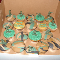 Army Cupcakes camouflage cupcakes with army men
