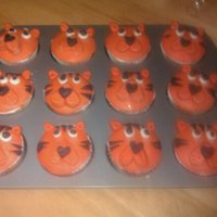 Tigers!!! Messing around with some cupcakes for my son.