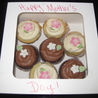 Mother's Day Cupcakes!   I made cupcakes for my daughter on Mother's Day.