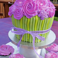 Giant Cup   giant cupcake and ltttle cupcakes going down with butter cream roses