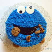 Cookie Monster White cake with buttercream icing. Fondant eyes and mouth. Famous Amos cookies. http://gabbyrm.blogspot.com/