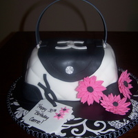 Chanel Purse My very first purse cake. Thank you so much to Maria_Campos for the instructions and template. French Vanilla cake with Vanilla buttercream...