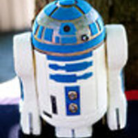 R2D2 First cake requiring sturdy construction (thanks to Sugar_N_Spice_Cakes for the picture tips). Picture taken by Essence of the Soul...