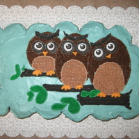 3 Owls Cupcakes I made this for the birthdays of two of my classmates plus myself. Three supposedly wise women... The cupcakes are red velvet, and the base...