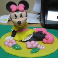 Minnie Mouse Made With Gumpaste Minnie Mouse by a client request. Made all with gumpaste. Minnie Mouse hecha a mano en masa de goma.