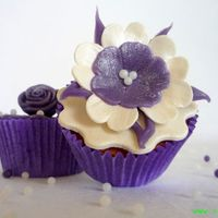 Purle And White Flower Cupcake