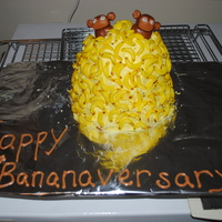 Happy Bananaversary! I made this cake for my cousin's 12th anniversary....they are very funny people so I wanted to do something to make them laugh. MMF...