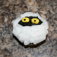 I Want My Mummy! Fun with Halloween cupcakes...