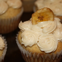Yummy Banana Cupcakes Banana cupcakes with cinnamon honey buttercream frosting and a banana chip on each one for decoration!