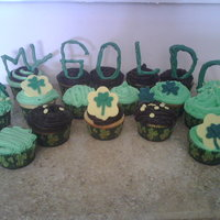 St. Patricks Day Cupcakes   Pot of gold