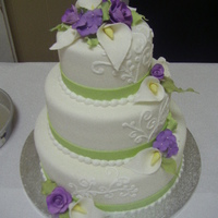 Cala Lily Wedding Simple fondant cake with gumpaste flowers & some piping.