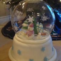 Snowman Family Snow Globe Cake This was a cake that I wanted to try so bad. It is such a cute idea. This was a gingerbread cake with maple icing, and all fondant...