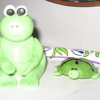 Frog And Turtle This is the first time I've ever worked with fondant. I know I need to work on my skills (or lack of!) :), but this was fun!