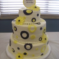 Circles & Daisies Cakes are 6-9-12.