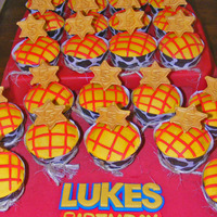 Woody - Toy Story Cupcakes Chocolate cupcakes with buttercream icing. Homemade cowhide wrappers (thanks CCers for sharing templates!) with 'rope'. Fondant...