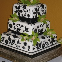 Wedding Cake W. Black Design