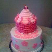 Pinkalicious This cake is based of the Pinkalicious book!