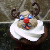 Reindeer Cupcake With Chocolate Antlers: Figure Piped This little reindeer is easy peasy to make. Figure piped with chocolate antlers!It is one of the cupcakes from the 25 days of Christmas...