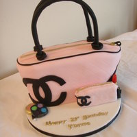 Chanel Handbag/purse Cake   My second attempt at this cake!