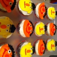 Bert&ernie Cupcakes for my BFF... I'm Bert and she's Ernie! Super fun to make and easy too!