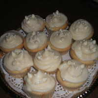 White Chocolate Cupcakes! made these today for sundayfunday at our friends house. these are white vanilla cupcakes with white chocolate cream cheese butter cream...