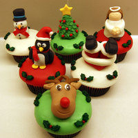 Christmas Cupcakes Covered in MMF with fodant/mmf toppers. Holly decorations are sprinkles from Wilton.