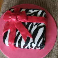 Zebra Present Cake Based on original design by Cacamilis.ie.