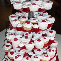 Red And White Cupcakes 120 cupcakes i three different sizes.