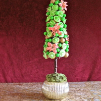 Christmas Tree Cupcake Topiary  Lemon Poppyseed Cupcakes with Lemon cream cheese frosting. So good! Made this topiary for my aunt's birthday. I managed to make the...