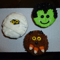 Halloween Cupcakes For Daughters Class My take on the 3 cupcake ideas I got from the site.
