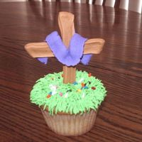 Cross Cupcakes I made these for my DD's class, to celebrate what Christ did for us on the Cross. This was before I ever started doing cakes, I had no...