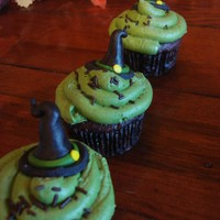Witch Hat Cupcakes mmf witchhats with buttercream icing