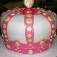 Crown   Crown cake inspired by a Juicy Couture money bank for the top of a cupcake tower.