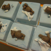 Bear Mini cakes with fondant bears. TFL.