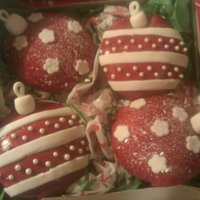 Holiday Orna-Mints This is a gift I gave out this year to family and friends. Its a box of cupcakes made to look like Christmas tree ornaments. Two are...