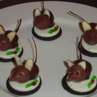 Christmas Mice Christmas mice. Caramel Kisses on chocolate dipped cherries. Almond slivers for the ears. Sitting on an oreo. Piping gel for the eyes and...