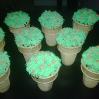 Pumpkin Patch Cupcakes   Ice cream cone cupcakes with a pumpkin patch on top :)