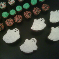 Ghost & Other Halloween Cupcakes   ghost cupcakes and mini cupcakes with halloween sprinkles