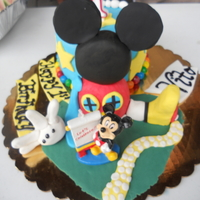 Mickey Mouse Club House This is a smash cake for a Mickey Mouse Theme Party.Club House was made using RKT. TFL