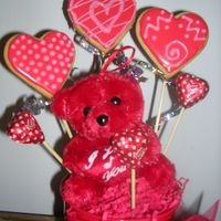 Valentine's Day Cookie Bouquets   I made these cookies in such a hurry today so that I could make my flyers!