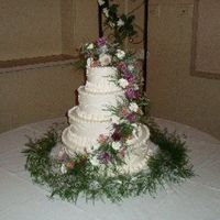Real Floral Spray A cake like this takes some effort to transport in one piece, so I divided it into two pieces. The bottom two tiers were carried separately...