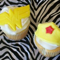 Wonder Woman Cupcakes cupcakes with buttercream icing and fondant Wonder Woman logos