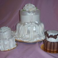 Mini Cakes And Larger Cake  I took a Susan Cranberry Class this weekend in Atlanta we had so a good time, We did the mini cakes in class when I got home I did the...