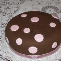 Bs_Cakes_37.jpg Lemon cake w/lemon curd filling, chocolate MMF and pink MMF spots. Just a practice cake.