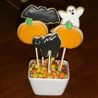 Halloween Cookie Bouquet   I wanted to try cookies on a stick and making a bouquet.