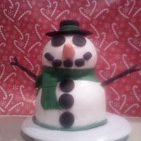 3D Snowman Snowman, everything made of gumpaste or fondant.
