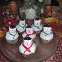 Christmas Snowman Cupcakes I made these cupcakes for our church christmas party last year. I made 50 cupcakes. cupcake are yellow with buttercream frosting.