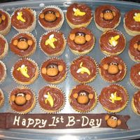Monkeys & Bananas Cupcakes! Same theme but with cupcakes. The cupcakes were either yellow or banana cupcakes :)